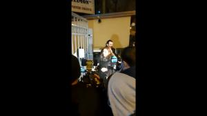 """Diana Șoșoacă, ținută la poarta spitalului Sfântul Pantelimon București: """"Unde scrie că e carantină? Nu mă interesează. Ai obligația să mă lași să intru"""""""