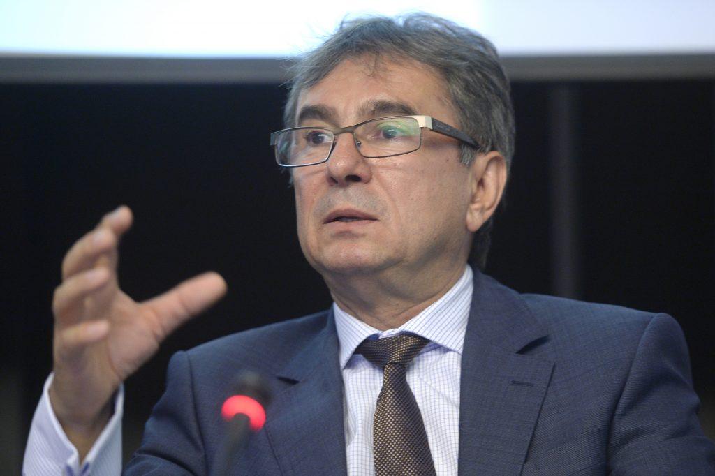"""Prof. Dr. Dorel Săndesc: """"Tehnicile foarte moderne ne fac să credem că efectele secundare vor fi minore"""""""