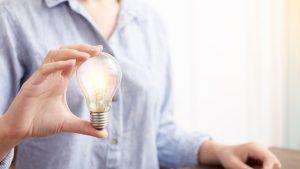 Cum să calculezi cea mai ieftină ofertă pentru curentul electric la tine în județ