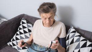Motivul pentru care centenarii reușesc să facă față coronavirusului mai bine decât persoanele tinere. Explicațiile unui imunolog