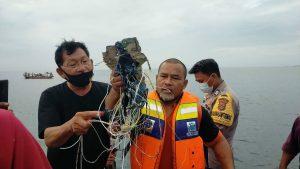 VIDEO. Un avion de pasageri, Boeing 737, este dat dispărut în Indonezia. 59 de oameni erau la bord, între care 5 copii. A căzut de la 3.000 de metri altitudine