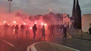 Baza de antrenamente Olympique Marseille, luată cu asalt de sute de protestatari. Meciul a fost amânat