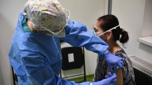 5.993 de persoane au fost vaccinate anti-Covid-19 în ultimele 24 de ore. Câte reacții adverse au apărut