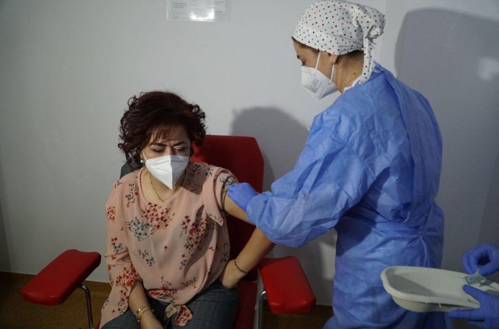 """Directorul DSP Botoșani, prima persoană din județ care s-a vaccinat împotriva Covid-19: """"Este singura şansă de a scăpa de această boală"""""""