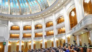 Pensiile speciale ale parlamentarilor au fost tăiate. Legea a fost adoptată