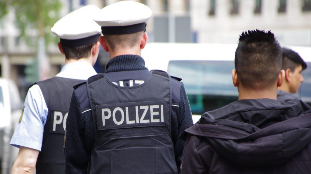 Un bărbat a atacat cu un cuțit mai multe persoane, în Frankfurt. Trei persoane sunt în stare gravă