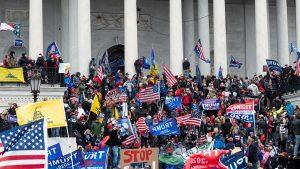 Persoanele implicate în protestul violent de la Capitoliu sunt verificate. Donald Trump este și el în vizorul procurorului interimar din Washington