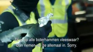 Urmări ale Brexitului: Imagini cu vameși olandezi care confiscă sandvișuri cu șuncă de la șoferii britanici
