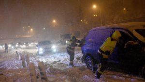 """""""Filomenia"""" închide școlile în Spania. Ninsorile au blocat 700 de drumuri, iar trotuarele au devenit patinoare"""
