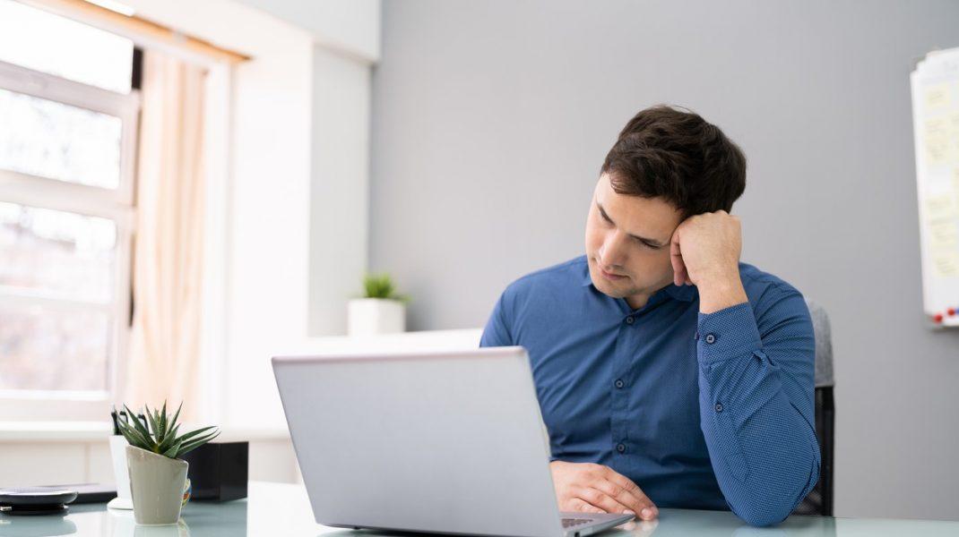 Deconectare după work from home, propunerea de lege care ar putea combate cazurile de extenuare și anxietate cauzate de telemuncă
