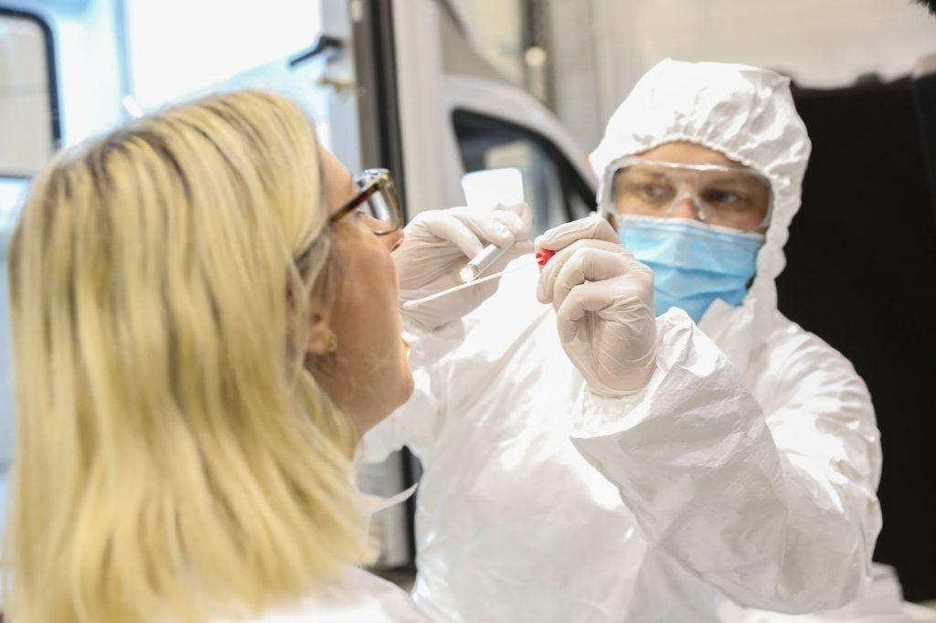 testare coronavirus noua tulpină