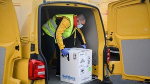 Transportul, piedică importantă în campania de vaccinare. O firmă de curierat din România, dispusă să ajute