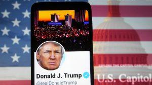 Twitter i-a închis definitiv contul lui Donald Trump