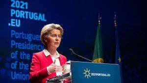 """Contractul încheiat între Comisia Europeană și AstraZeneca a fost publicat. Ursula von der Leyen: """"Există dispoziții obligatorii pentru livrare"""""""