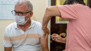 Primarii obligați să facă centre de vaccinare se adaptează: Folosesc perdele pentru a delimita spațiile, ca să iasă mai ieftin