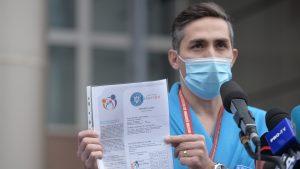 """Valeriu Gheorghiță a fost vaccinat anti Covid: """"E timpul să limităm pierderile de vieți omenești"""""""