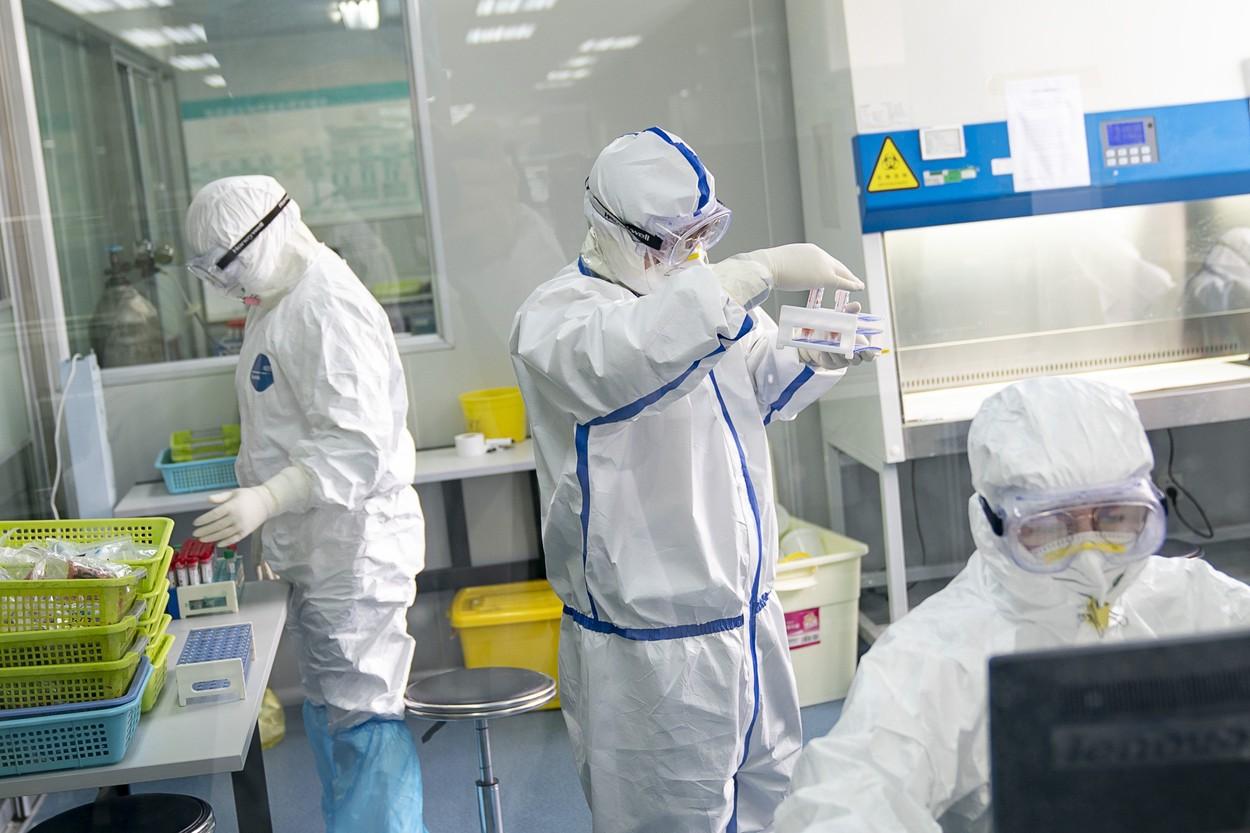"""STUDIU. A fost identificată """"mama"""" întregii familii a coronavirusului SARS-CoV-2. Când și unde a apărut primul caz"""