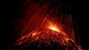 A erupt vulcanul Etna. Este cea mai mare erupţie din ultimii ani
