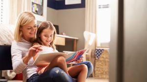 Cursurile de parenting sunt la modă în pandemie. Copiii, încântaţi de implicarea părinţilor