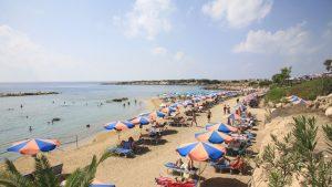 Guvernul pregăteşte vacanţe la Marea Mediterană pentru românii care se vaccinează împotriva Covid