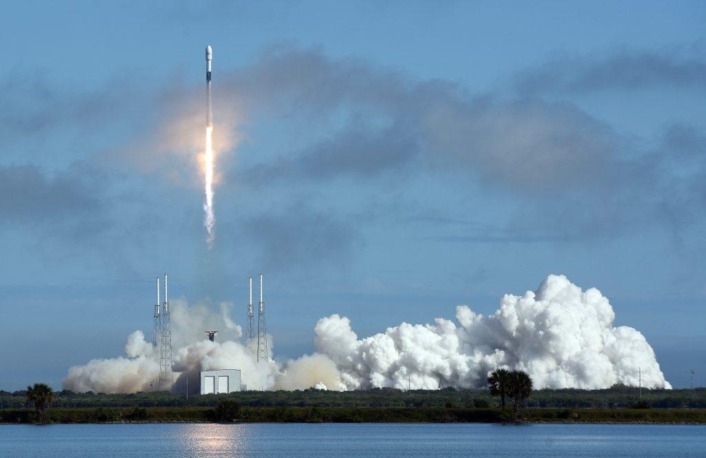 Lansarea-unui-satelit-Starlink
