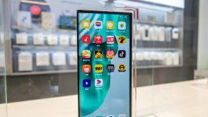 Primele imagini cu OPPO X 2021, telefonul cu ecran rulabil