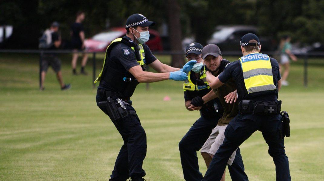Proteste în Australia. Mai mulţi activişti anti-vaccin au fost arestaţi