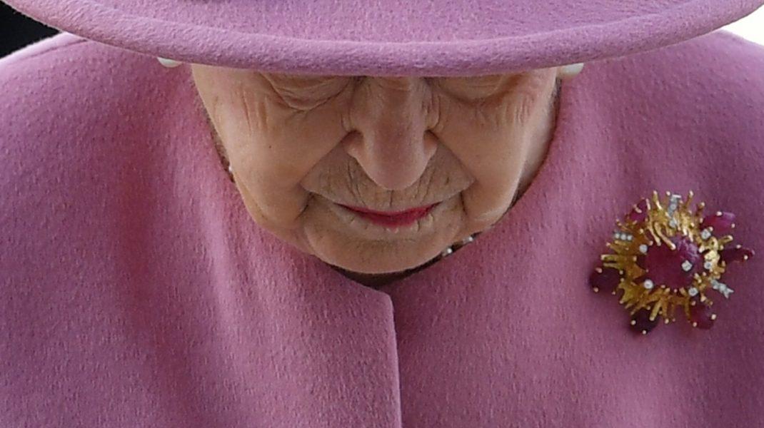 Regina Elisabeta este acuzată că a încercat să îşi ascundă averea. Cum răspunde Palatul Buckingham