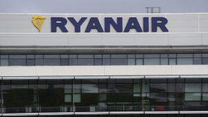 Ryanair are probleme. Compania, acuzată că s-a folosit de vaccinul anti-Covid pentru a creşte vânzările de bilete