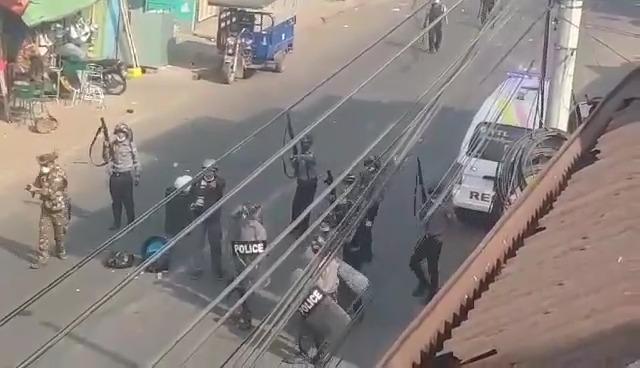 VIDEO. Armata a deschis focul asupra mulțimii în Myanmar. Cel puțin 18 protestatari uciși