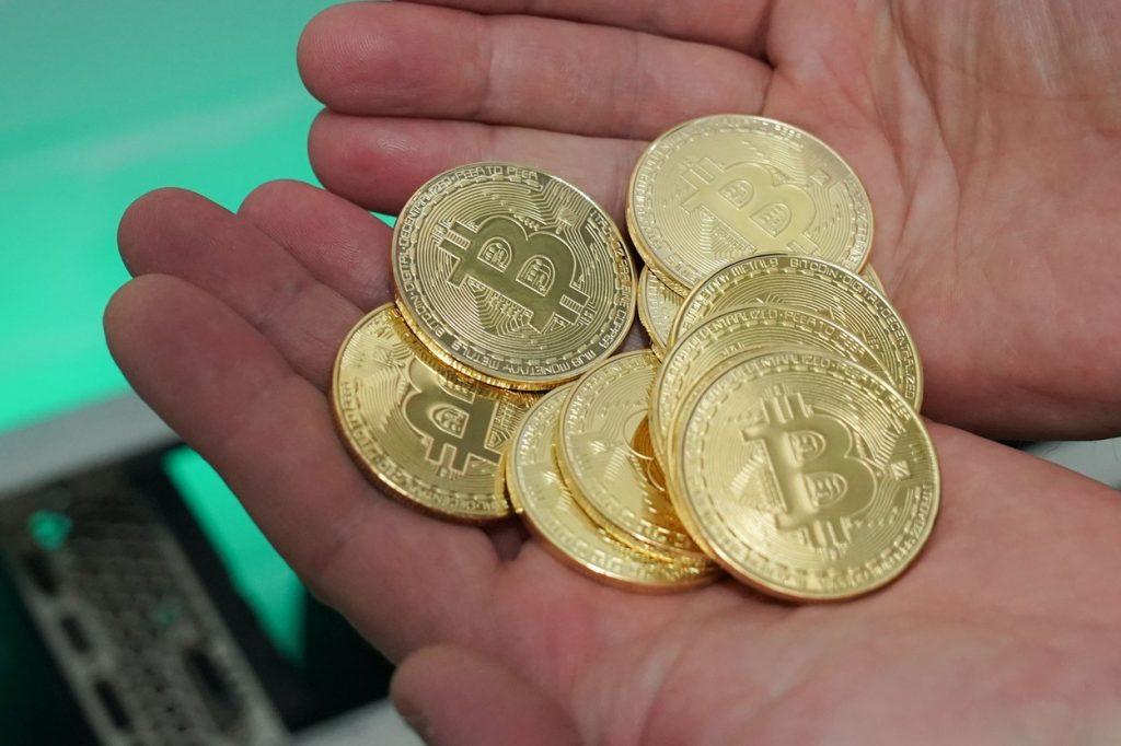 Cum a ajuns Bitcoin la un preț atât de mare și ce alte criptomonede sunt în trend în 2021
