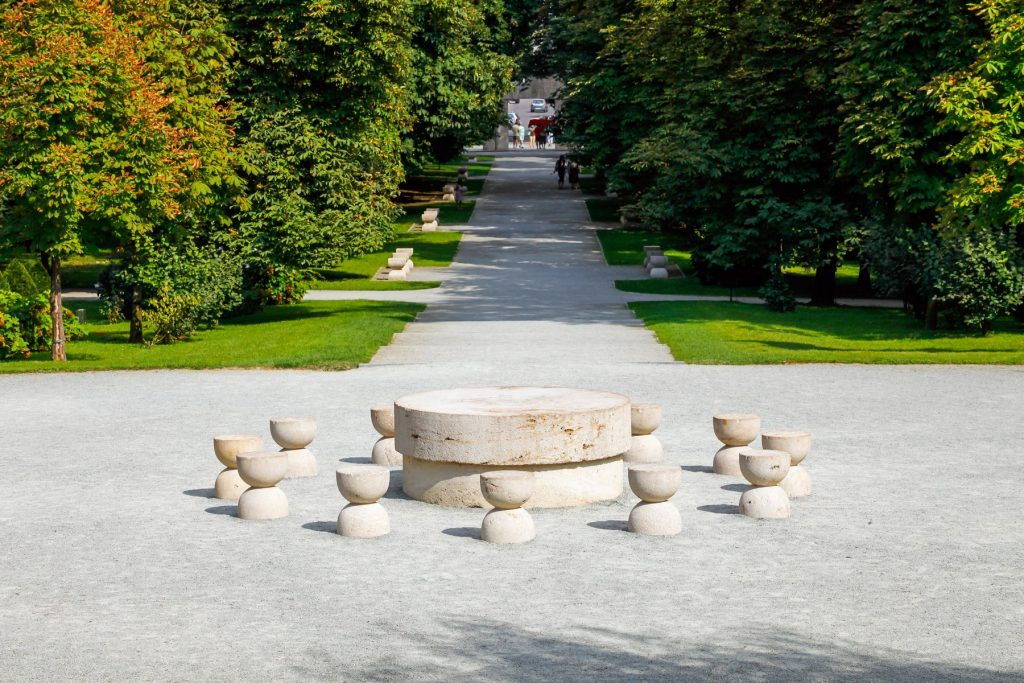 Masa Tăcerii, sculptură realizată de Constantin Brâncuși