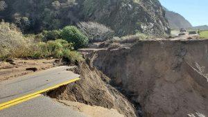 Crater în cel mai important drum național din California. Autoritățile explică situația