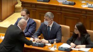 Aroganță în Parlament. Barna și-a scăpat ochelarii, iar un angajat al Camerei a fost chemat să-i ridice. VIDEO