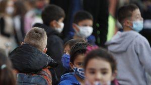 Rata de infectare cu SARS-CoV-2 s-a dublat la categoria de vârstă 5-9 ani. Ce impact poate să aibă această creștere