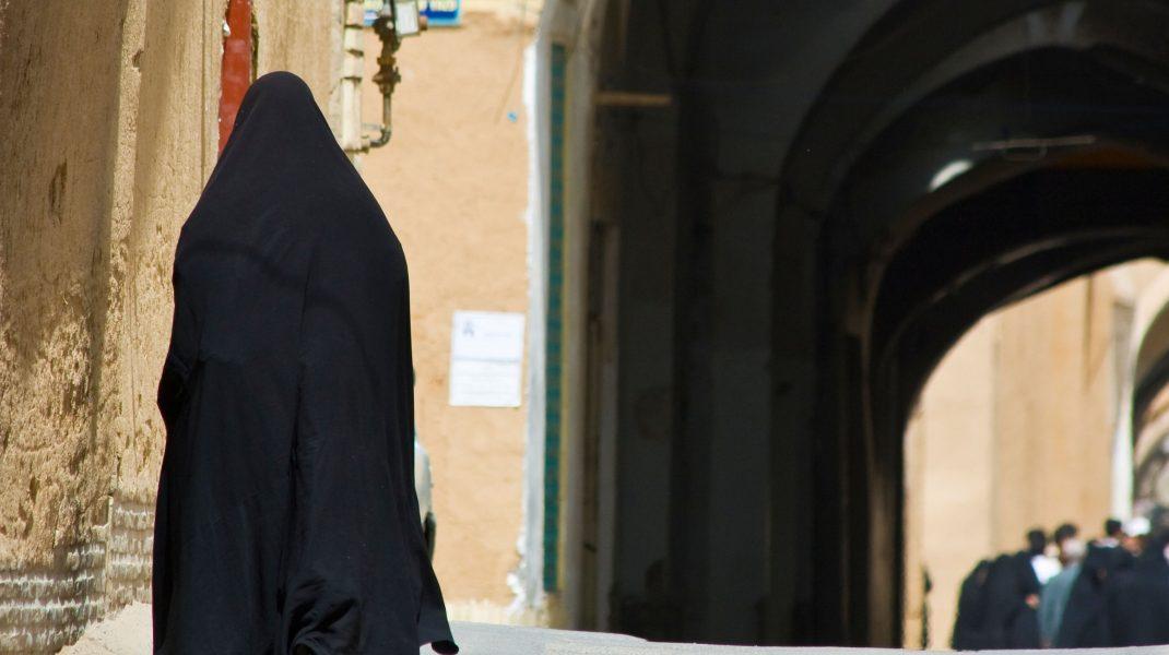 O femeie din Iran a fost spânzurată, deși murise deja de infarct. Totul, ca soacra sa să poată împinge scaunul de care se sprijinea