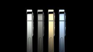 Mai mulți utilizatori s-au plâns de display-ul iPhone 12. Cum explică problema un expert în reparat smartphone-uri