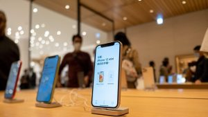 iPhone 12 Mini devine istorie. Motivul pentru care Apple a decis să nu îl mai producă