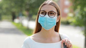 Masca devine obligatorie în aer liber, unde rata de infectare depășește 6 la mie, cu anumite excepții.