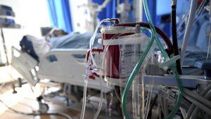 Spitalele COVID vor fi reorganizate. În timp ce cazurile scad, pacienții care suferă de alte boli dau din colț în colț