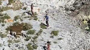 Trei persoane au fost salvate de pe o insulă pustie. Au supraviețuit 33 de zile doar cu nuci de cocos, scoici și șobolani