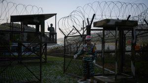 Probleme de securitate pentru Coreea de Sud. Un nord-coreean s-a plimbat ore în şir în zona demilitarizată fără să fie observat
