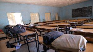 Peste 300 de eleve au fost răpite în timpul unui atac armat într-o școală din Nigeria