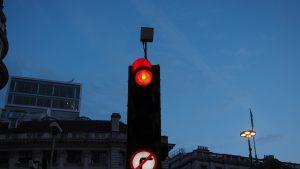 Motivul pentru care prinzi noaptea semafoarele pe roșu. Explicația lui Nicușor Dan