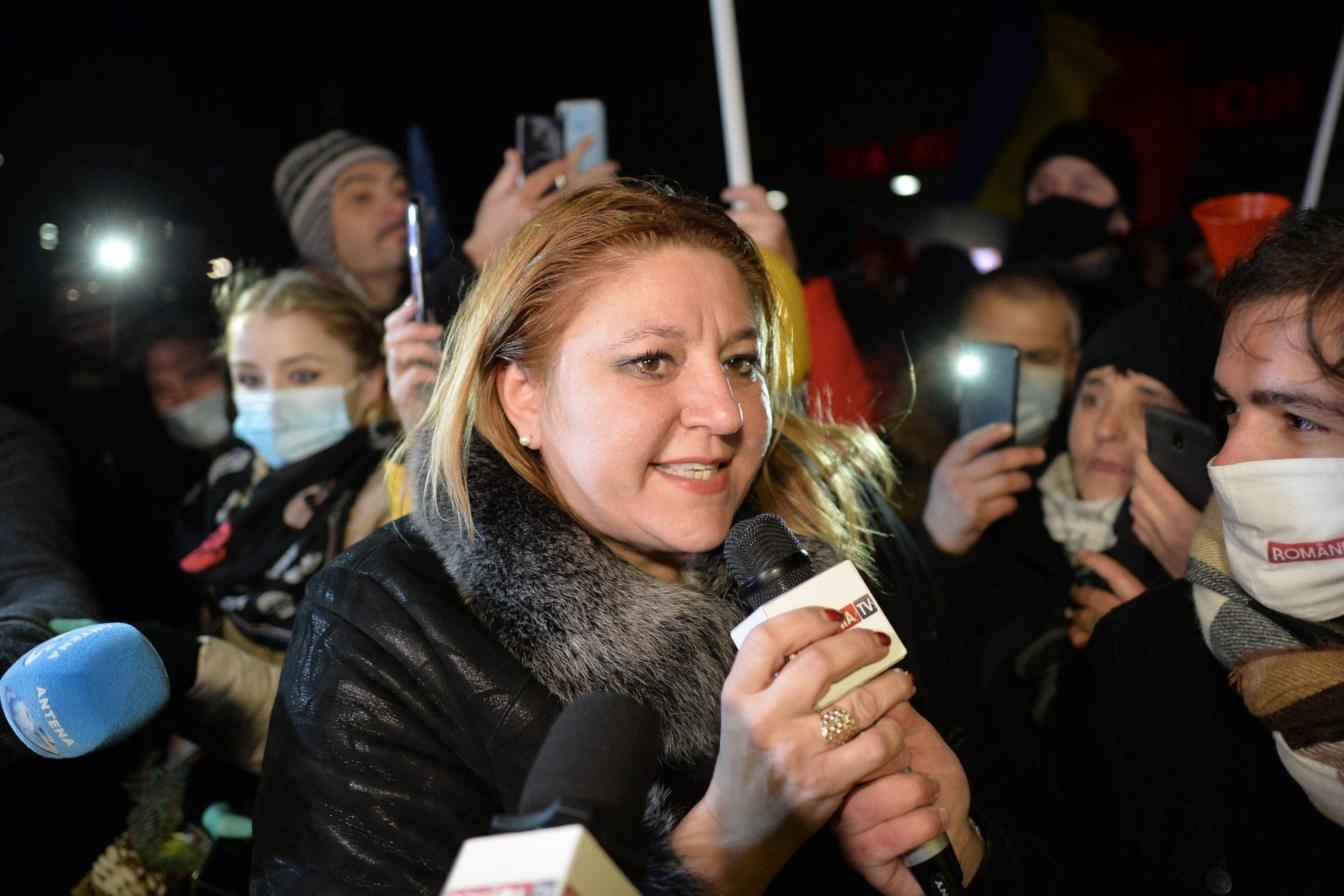 """Diana Șoșoacă are contul de Facebook blocat pentru jigniri: """"Doar eu și Trump mai suntem blocați pentru atitudinile noastre"""""""