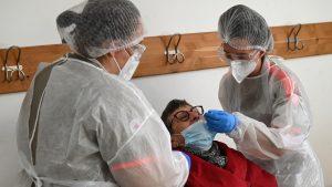 Un nou caz de infectare cu tulpina britanică a coronavirusului, apărut în România