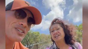 Dwayne Johnson, moment sensibil alături de mama lui. Cei doi au cântat la mormântul bunicilor. VIDEO