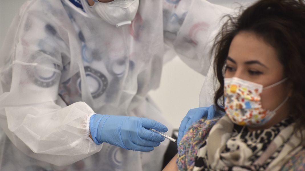 Peste 27.000 de români au fost vaccinați în ultimele 24 de ore. Câte reacții adverse au fost înregistrate