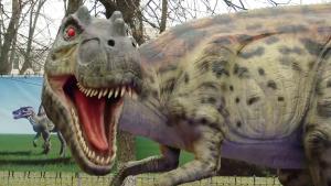 Expoziţie de dinozauri animaţi în Bucureşti. Preferatul copiiilor, puiul de T-Rex