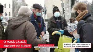 """Au job-uri în IT sau economie, dar în timpul liber ajută persoanele defavorizate din Cluj cu """"o masă caldă"""""""